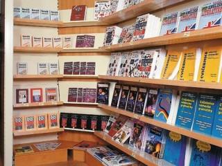 Prodejní policové regály na knihy