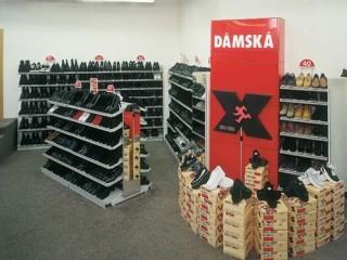 Prodejní regály do obchodu s obuví